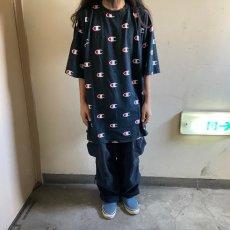 画像2: 【SALE】 Champion 総柄ロゴTシャツ 2XL (2)