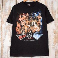 """画像1: WWE """"RAW vs SMACK DOWN"""" プロレスラーTシャツ M (1)"""